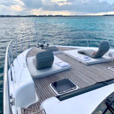 80' Dyna Luxury Yacht 10
